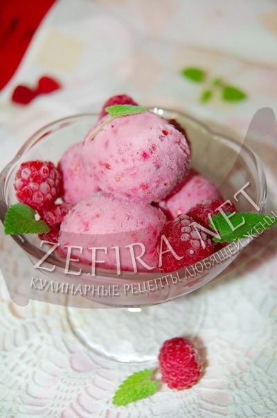 Домашнее мороженое из сметаны с малиной - рецепт и фото