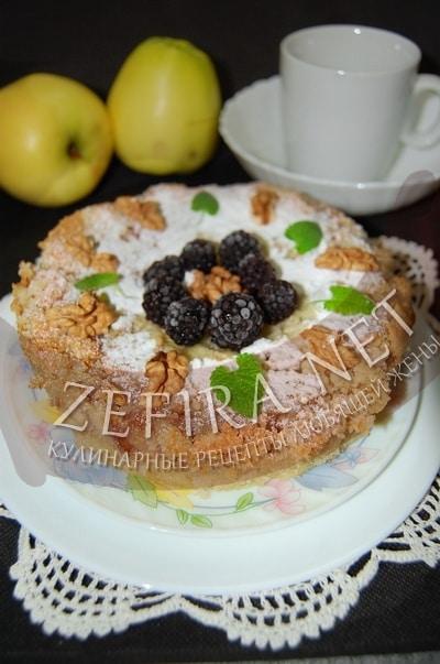 Пирог с яблоками, ежевикой и орехами - рецепт и фото
