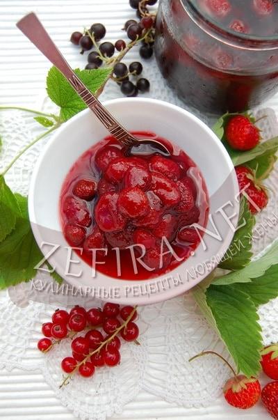 Клубничное варенье на смородиновом соке  - рецепт и фото