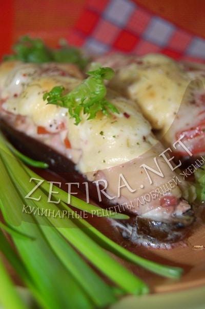 Лодочки из баклажанов в духовке с фаршем, сыром и помидорами - рецепт и фото