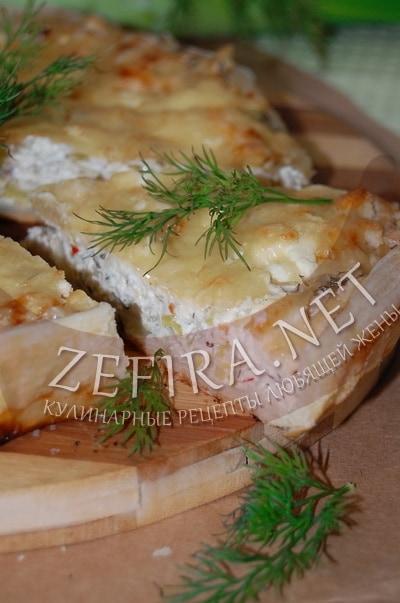 Открытый слоеный пирог с сыром и луком - рецепт и фото