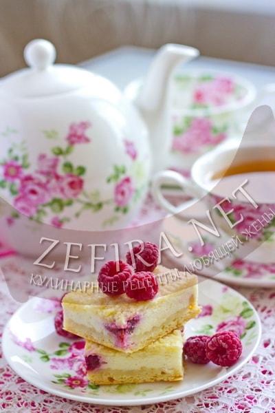 Песочный пирог с творогом и малиной - рецепт и фото