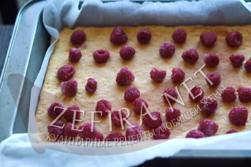 Пирог из творожного теста с ягодами - раскладываем ягоды