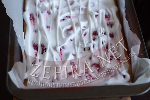 Пирог из творожного теста с ягодами - ставим пирог в духовку