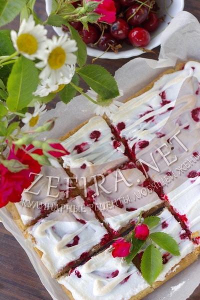 Пирог из творожного теста с ягодами - рецепт и фото