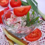 Салат из помидоров с ревенем и зеленым луком