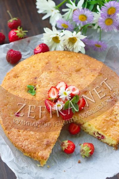 Сметанный пирог с клубникой - рецепт и фото