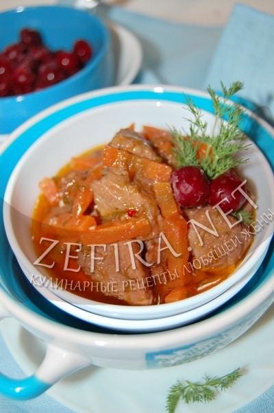 Свинина тушеная с вишней - рецепт и фото