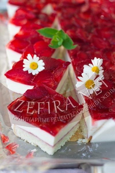 Торт с творогом и клубникой в желе - рецепт и фото