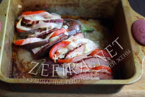 Веер из баклажан с помидорами, сыром и ветчиной в духовке - шаг 6 пошагового приготовления