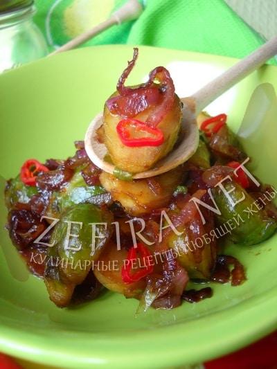 Брюссельская капуста с карамелизированным красным луком и перцем чили - рецепт и фото