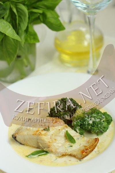 Лосось в легком базиликом соусе - рецепт и фото