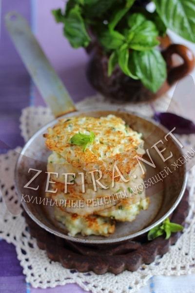 Оладьи из цветной капусты с сыром и зеленью - рецепт и фото