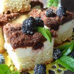 Пирог с творогом, ежевикой и шоколадным штрейзелем