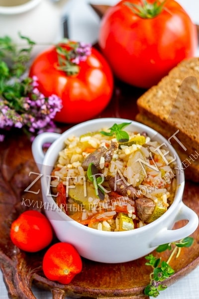 Рис с куриными сердечками  - рецепт с кабачками и помидорами