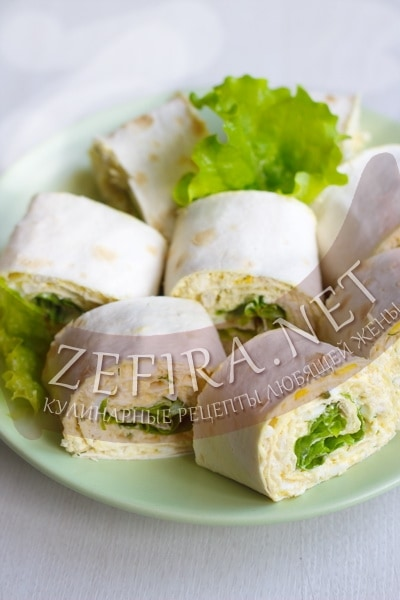 Рулет из лаваша с курицей, сыром и яйцом - рецепт и фото