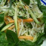 Летний салат из белокочанной капусты с кабачками и морковью