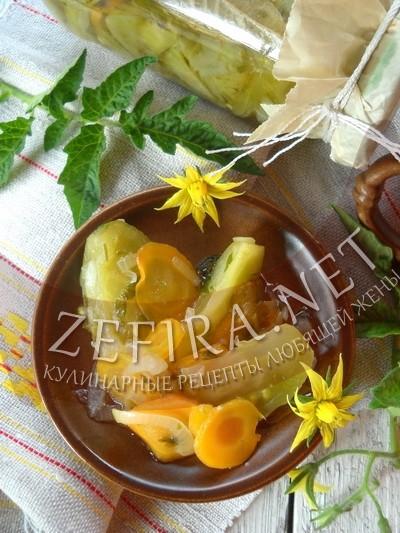 Зеленые помидоры с луком и морковью – рецепт с фото салата на зиму