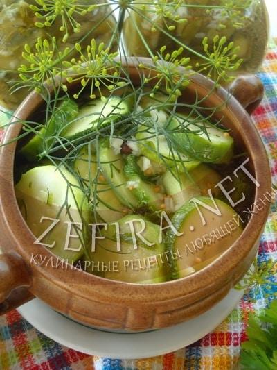 Салат на зиму из кабачков с огурцами, зеленью и чесноком - рецепт и фото