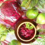 Салат на зиму из зеленых помидоров и свеклы