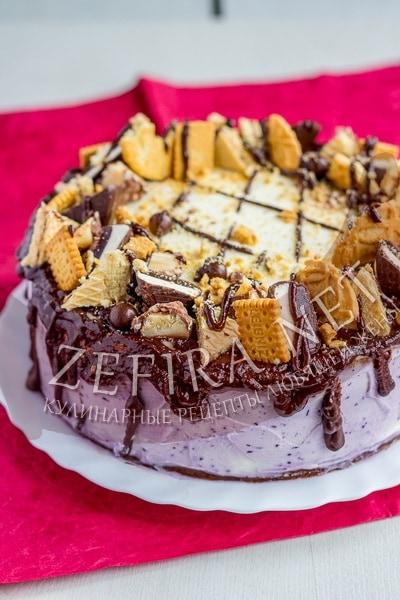 Шоколадный торт с пралине из черники и воздушным кремом -  рецепт и фото