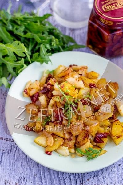 Жареная на сковороде картошка с кабачками – рецепт с вялеными помидорами и луком - рецепт и фото