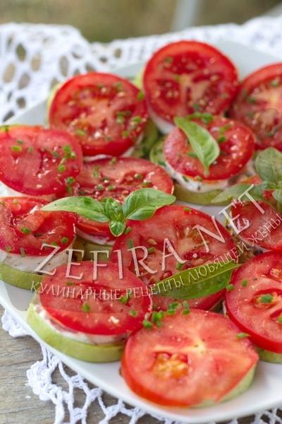 Жареные кабачки с чесноком и помидорами - рецепт и фото