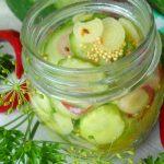 Зимний салат из огурцов с луком и перцем чили