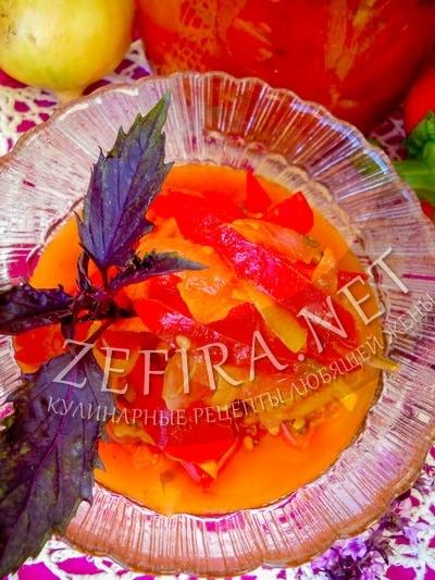 Зимний салат из помидоров и болгарского перца с луком на зиму