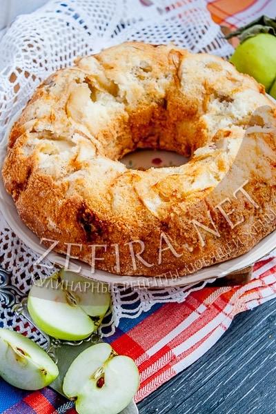 Пышная яблочная шарлотка - рецепт и фото