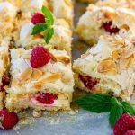 Нежный торт с малиной и кремом из маскарпоне