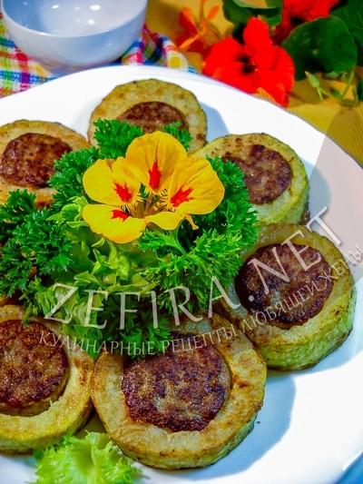 Кабачки кольцами с печеночной начинкой, жареные на сковороде - рецепт и фото