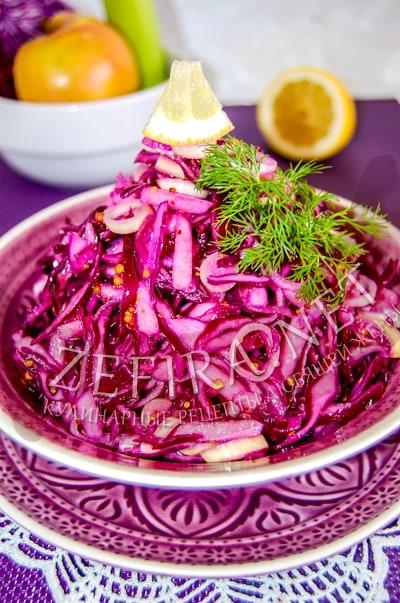 Салат из краснокочанной капусты с яблоком в горчичной заправке - рецепт и фото