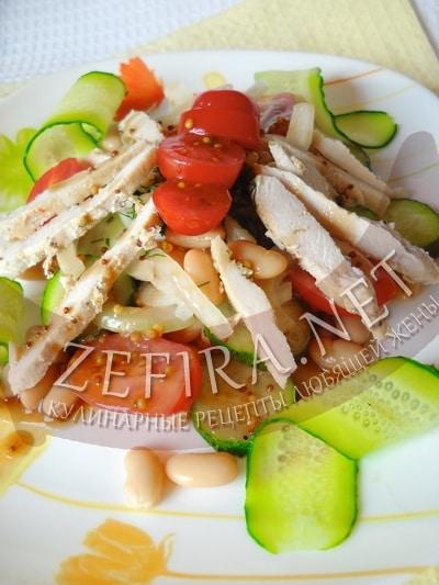 Салат с курицей, фасолью, огурцом и помидором - рецепт и фото