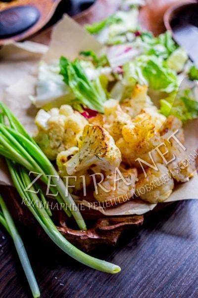 Диетическая цветная капуста в духовке с чесноком и зеленью - рецепт и фото