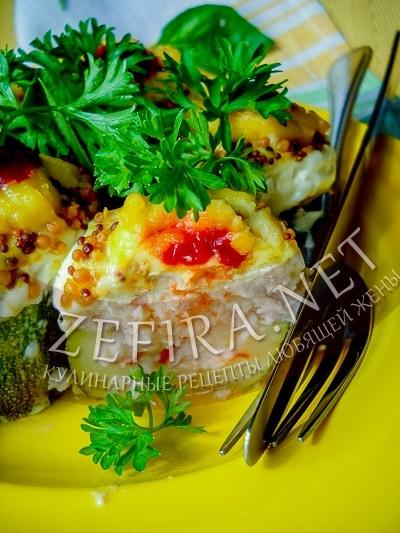 Кабачки фаршированные куриным филе, запеченные в духовке - рецепт и фото