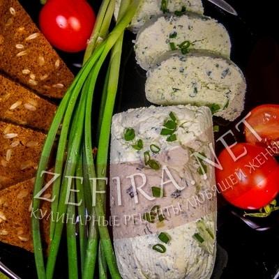 Домашний сыр из творога и масла с зеленым луком