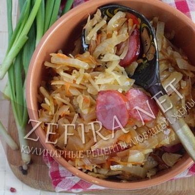 Тушеная капуста бигус с колбасой