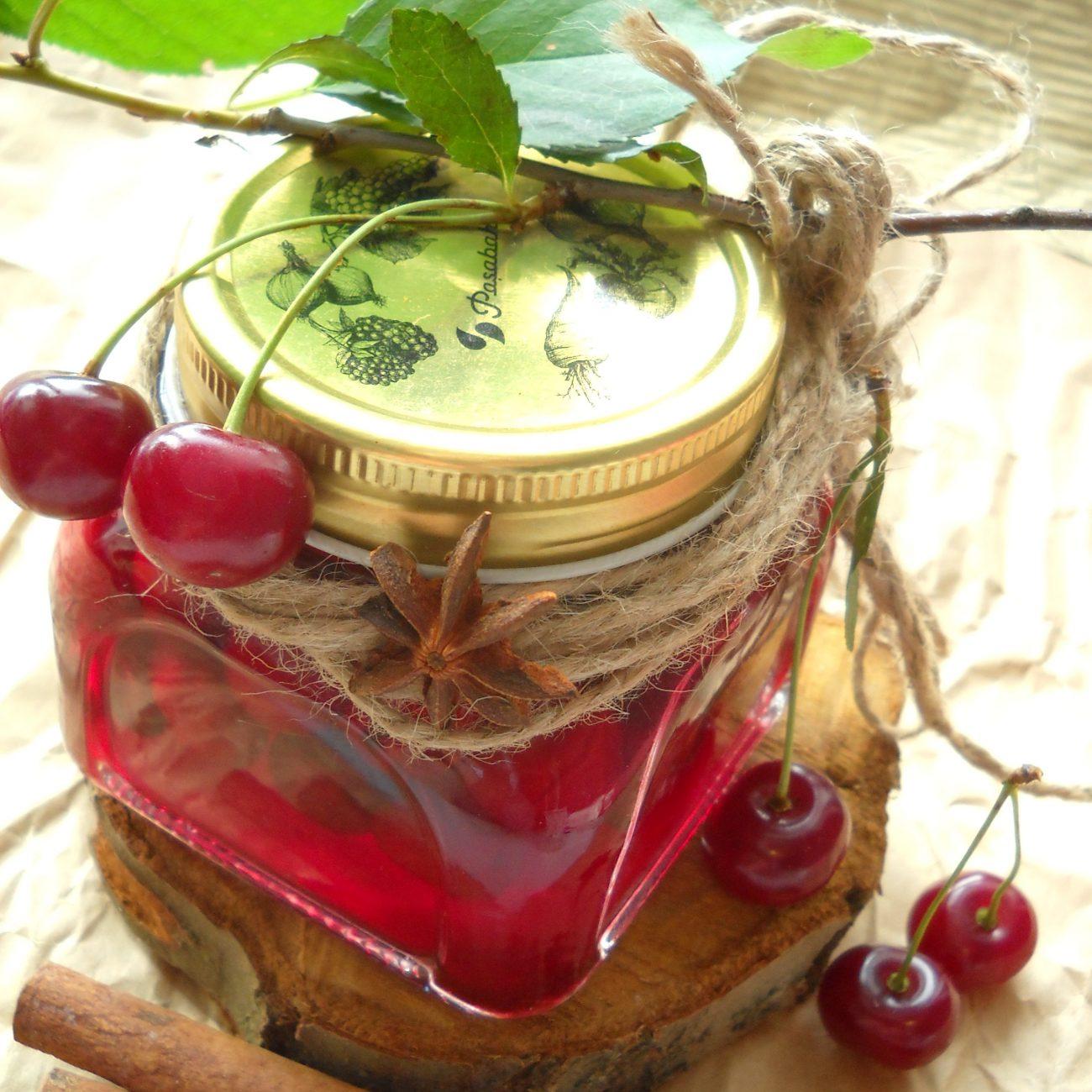 Вишня, консервированная в сахарном сиропе