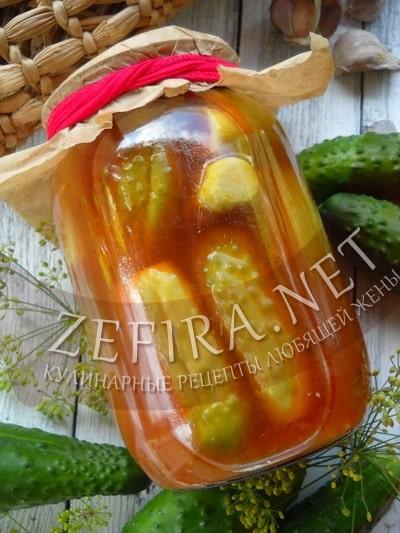 Хрустящие маринованные огурцы в томатном маринаде