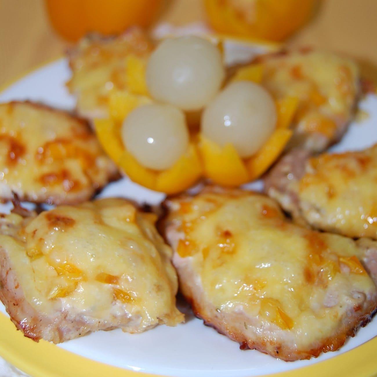 Отбивные из свинины в духовке с болгарским перцем и сыром