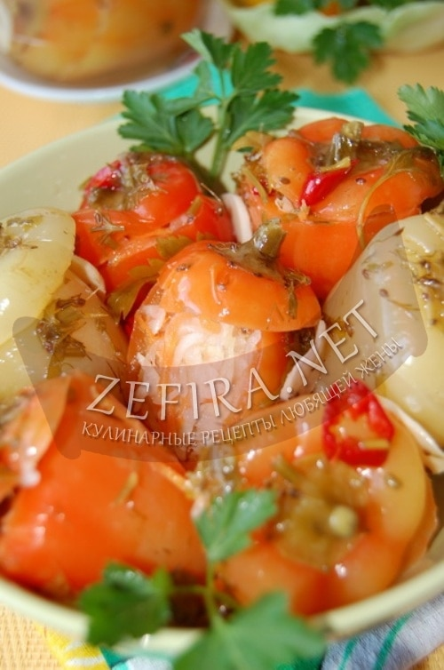 Маринованный перец, фаршированный капустой и морковью
