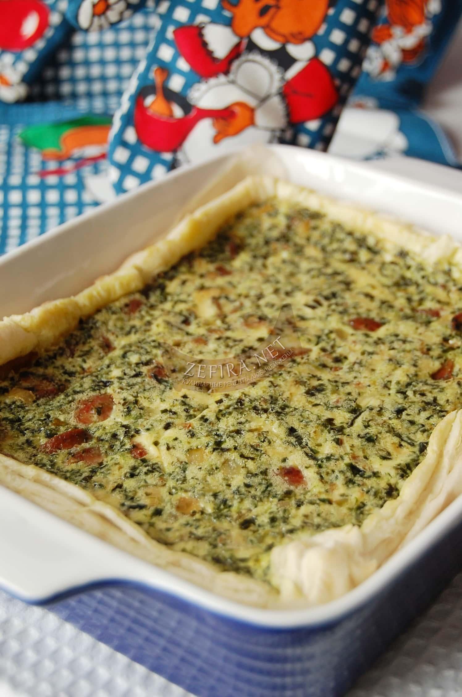 Несладкий слоеный закусочный пирог со шпинатом и выпечкой