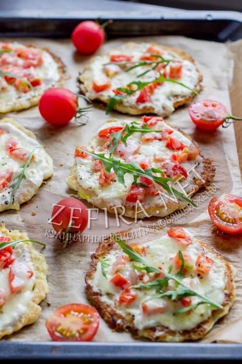 Пицца из кабачка с помидорами и сыром