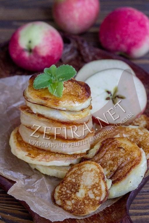 Яблоки в тесте жареные на сковороде - рецепт и пошаговые фото
