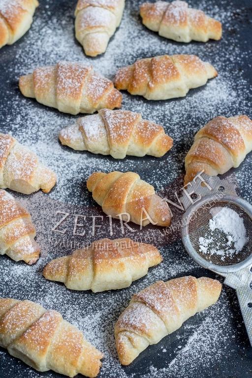 Вкусный рецепт приготовления рогаликов на сметане с фото