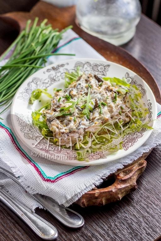 Горбуша, запеченная в духовке с грибами и сметаной - рецепт и пошаговые фото